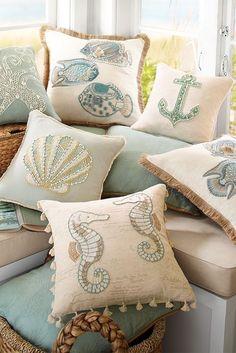 Decorazione in stile marino consiste nelle conchiglie, corde, colore turchese chiaro ed i motivi di oceano. Con piccoli dettagli può essere facile di lasciare che la brezza del mare entri nel tuo interno! Ispirazione oceano