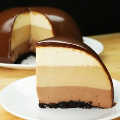 yummy cakes videos easy This dessert is really easy to make amp; so delicious! Tip*-you can substitute cheese from Cream Cheese to Marscarpone Cheese, Yummy! Just Desserts, Delicious Desserts, Yummy Food, Pinterest Dessert Recipes, Pinterest Food, Cheesecake Recipes, Coffee Cheesecake, Yummy Cakes, Baking Recipes