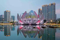"""""""Лотос"""" - новая достопримечательность на искусственном озере в городе Чанчжоу, Китай . Здание было открыто в 2013 году.  Внутри здания находятся выставочные залы, конференц-центры и небольшой офис. Самое необычное начинается после захода солнца. Подсветка придает новой достопримечательности потрясающий вид!"""