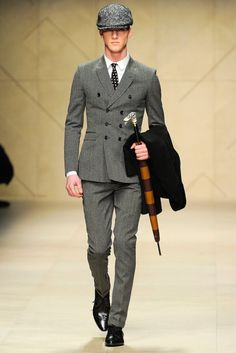 Burberry Prorsum first caught my eyes for it's Fall 2013 collection. I was walking down a shopping complex outside Burberry and the runway show caught my attention. Mens Fashion Week, Fashion Moda, Suit Fashion, Look Fashion, Fashion Show, High Fashion Men, Fashion Gallery, Winter Fashion, Burberry Prorsum