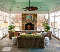 закрытая веранда внутри угла дома House of Turquoise: Jenny Andrews : 3 season room with fireplace.love the raised slate floors…hmmm Outdoor Rooms, Outdoor Living, Outdoor Decor, Outdoor Kitchens, Outdoor Ideas, Outdoor Patios, Tropical Ceiling Fans, Le Ranch, Colored Ceiling