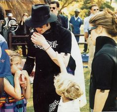 Michael Jackson vacationing in South Africa with Lisa Marie and her kids Riley and Ben Keough