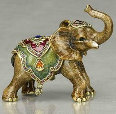 "Jay Strongwater ""Ellie"" Baby Elephant Figurine Plus Elephant Parade, Elephant Love, Little Elephant, Elephant Art, Elephant Design, African Elephant, Elefante Dumbo, Sculpture Art, Sculptures"