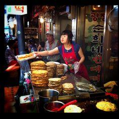BINDAETTEOK: Gwangjang Market, Seoul, South Korea