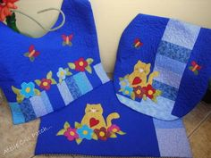 Lindo jogo lavabo com tema gatos,estruturado com manta e quiltado, capa do tampo,tapete e tapete para pia R$ 168,00