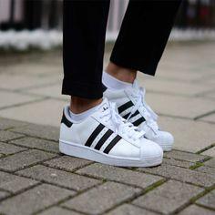 9ab8818bd Calças Femininas, Sapatos, Feminino, Adidas Superstar, Sapatos Brancos,  Sapatos Clássicos Da