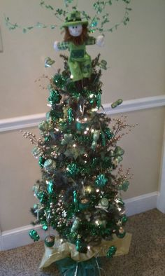 St. Patty's Day Tree - LOVE this idea - I may need to do this next year:)