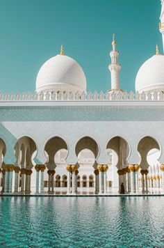 The 10 most awesome things to do in Dubai and Abu Dhabi Beautiful Mosques, Beautiful Buildings, Beautiful Architecture, Beautiful Places, Mecca Wallpaper, Islamic Wallpaper, City Aesthetic, Travel Aesthetic, Abu Dhabi
