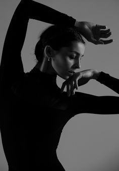 Best Ballet Photography Poses and Tips Portrait Photography Poses, Photography Poses Women, Portrait Poses, Girl Photography, Photography Studios, Street Photography, Photography Marketing, Glamour Photography, Photography Backdrops