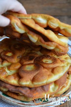 Pržene lepinjice s jogurtom - Moje grne Pržene lepinjice s jogurtom Bakery Recipes, Kitchen Recipes, Cooking Recipes, Kiflice Recipe, Bread Dough Recipe, Macedonian Food, Croatian Recipes, Bosnian Recipes, Food Decoration