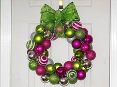 It's Christmas ornament wreath time!  www.facebook.com/trendytrimmings