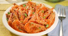CHILI SHRIMPS - INGREDIENTS 2 tbspGarlic(chopped) 2 tbspGinger(chopped) 1 pc (medium)Onion(chopped) 1½ cupsFresh Coconut Milk(you may use 50 grams coconut powder, about ½ cup, dissolved in 1¼ cups water) 2 tbspSoy Sauce(or oyster sauce) ½ kg (medium)Shrimps(cleaned and trimmed) 2 to 3 tbspSiling Labuyo(sliced) 1 pcEgg(beaten) 25 g (12 stalks)Kinchay  1 pouch (200 grams)Del Monte Original Style Tomato Sauce==