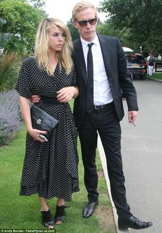 Billie Piper in the most amazing vintage dress :)