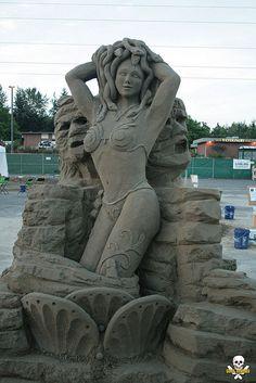 Àla plage, l'une des activités préférées des petits et des grands reste l'incontournable château de sable : une pelle, un seau et le tour est joué. Pourtant, certains ont élevé ce simple divertissement au rang d'art en cré...