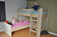 Tweeling kamer (als de meiden niet apart willen slapen) Kura Bed Hack, Ikea Kura Bed, Desk Plans, Kidsroom, New Room, Bunk Beds, Sleep, How To Plan, Furniture