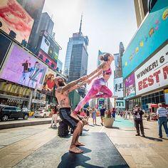 des poses de yoga dans les rues de villes peuplées 2Tout2Rien