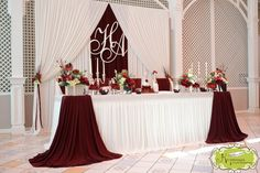 New wedding reception head table backdrop bride groom Ideas Head Table Wedding, Wedding Reception Backdrop, Bridal Table, Reception Table, Head Table Backdrop, Head Table Decor, Head Tables, Sweetheart Table Backdrop, Wedding Themes