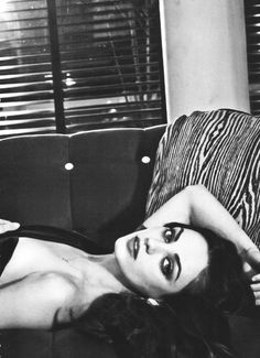 Discovered by Camila Góes. Find images and videos about sexy and Mila Kunis on We Heart It - the app to get lost in what you love. Pretty People, Beautiful People, Beautiful Women, Perfect People, Divas, Perfect Red Lips, Cinema, Mila Kunis, Girl Crushes