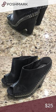 Shoe 41/2 heel Black with studs open toe Circus by Sam Edelman Shoes Wedges