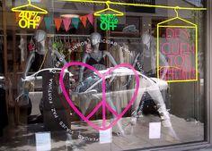 Diseño de vidriera liquidación temporada primavera verano para outlets de Tucci (Diciembre 2012). Realizado en Estudio FBDI