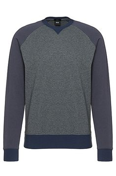 This narrow-cut BOSS men's sweatshirt boasts a timeless design with contrasting raglan sleeves and ribbed cuffs. Thanks to the soft cotton, it is an absolute pleasure to wear. The sweatshirt is a stylistically confident basic for authentic casual looks.