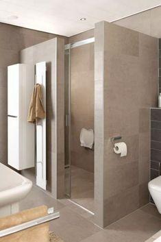 📌 31 awesome small bathrooms ideas design tips to create a beautiful small bathroom 1 Bathroom Design Small, Bathroom Layout, Bathroom Interior Design, Modern Bathroom, Kitchen Interior, Beautiful Small Bathrooms, Amazing Bathrooms, Bathroom Toilets, Bathroom Renos