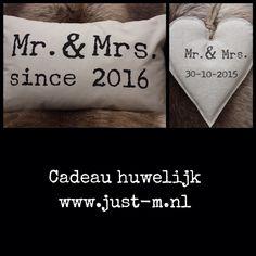 Cadeau huwelijk kado bruiloft handgemaakt persoonlijk www.just-m.nl Couture, Reusable Tote Bags, Diy Crafts, Presents, Gifts, Nice, School, Wedding, Xmas