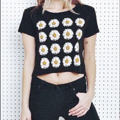 Truly Madly Deeply Daisy Crop ✨ loose fit//size M//size tag cut off ✨ worn 2 times ✨ bundle to save! Urban Outfitters Tops