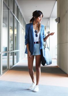 A blazer makes any outfit look more polished. This is the perfect outfit for a day out in the city. Love the big tote too! Style Blazer, Look Blazer, Blazer And Shorts, Silk Shorts, Casual Blazer, Blue Shorts, Denim Skirt, Net Fashion, Fashion Mode