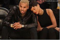 Rihanna y Chris Brown se dejan ver por primera vez juntos en público - http://www.leanoticias.com/2012/12/26/rihanna-y-chris-brown-se-dejan-ver-por-primera-vez-juntos-en-publico/