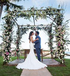 casamento-trancoso-natalia-fusco-bruno-dias-altar-florido