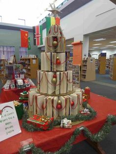 School Library Displays, Library Themes, Library Activities, Library Decorations, Library Ideas, Christmas Books, Christmas Fun, Christmas Decorations, Book Tree