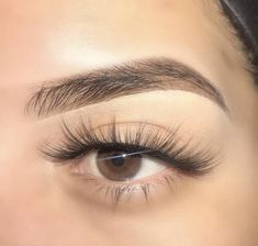Lil Miss Flex, always stuntin' & stays doing the most! Super soft and wispy lashes with medium volume and length. Ultra light-weight and thin band, you'll totally forget you're even wearing falsies… School Make Up, Beauty Makeup, Eye Makeup, Makeup Kit, Makeup Products, Wispy Lashes, Beauty Regimen, Dry Scalp, Eyebrow Pencil