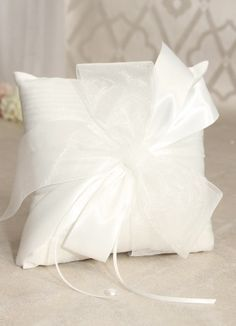 Tres Beau Ring Pillow, Available in white or ivory