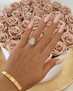 Amazing beige nails and roses - N . - Amazing beige nails and roses – Nails it ! Nude Nails, Pink Nails, My Nails, Coffin Nails, White Nails, White Acrylic Nails With Glitter, Blush Nails, Pink Coffin, Grow Nails