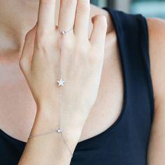 Bracelets – Page 2 – Modern Jewelry Hand Jewelry, Simple Jewelry, Cute Jewelry, Modern Jewelry, Body Jewelry, Jewelry Bracelets, Diamond Bracelets, Diamond Jewellery, Jóias Body Chains