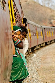Indian Railways: Train Heading to Udaipur, Rajasthan, India Religions Du Monde, Cultures Du Monde, Bollywood, Bhutan, Beautiful World, Beautiful People, Beautiful Ladies, Udaipur India, India India