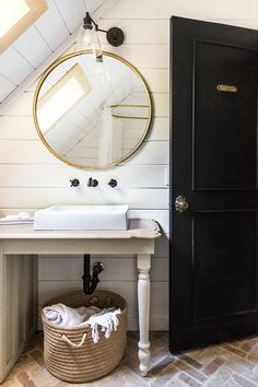 Bathroom Reveal + sources on a budget!