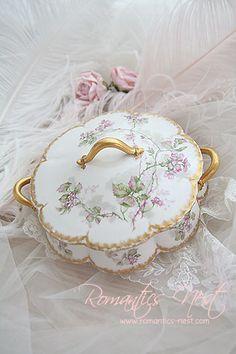 Antique China, Vintage China, Vintage Tea, Shabby Chic Bedrooms, Vintage Dishes, China Patterns, Vintage Pottery, Fine China, Tea Set