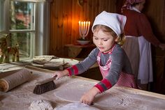 kungahuset.se: Swedish Crown Princess Family Christmas 2015, December 18, 2015-Princess Estelle makes bread