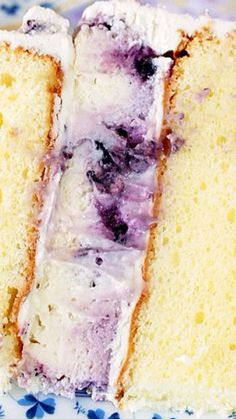 A decadent blueberry cheesecake kissed by lemon hiding inside a layer cake. Right in the center where the filling should be for a sweet surprise Lemon Blueberry Cheesecake, Cheesecake Cake, Baileys Cheesecake, Just Desserts, Dessert Recipes, Cake Recipes, Biscuits, Muffins, Types Of Cakes