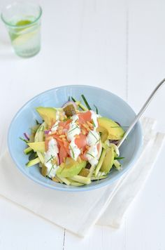 No, that i is not a typo. It is real courgetti. That's what they call pasta from zucchini. And in this case I eat it [. Green Salad Recipes, Chicken Salad Recipes, Wrap Recipes, Easy Dinner Recipes, Healthy Egg Salad, Barbecue Side Dishes, Easy Pasta Salad Recipe, Salad With Sweet Potato, Stuffed Peppers
