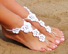 Crochet White Barefoot Sandals Foot jewelry by FancyFeetsShop Barefoot Sandals Pattern, Barefoot Sandals Wedding, Wedding Shoes, Ankle Jewelry, Ankle Bracelets, Crochet Wedding, Bridesmaid Accessories, Crochet Shoes, Bare Foot Sandals