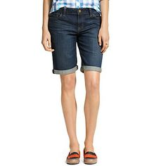 Tommy Hilfiger women's short. Our denim shorts are cut long and lean for a flattering fit, with just enough stretch to hug your curves comfortably. <br/><ul><li>Classic fit.</li><li>86% cotton, 12% synthetic, 2% elastane.</li><li>5-pocket styling, fixed cuffs.</li><li>Machine washable.</li><li>Imported.</li></ul>