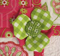 3D fabric flowers! A great accent to a fashionable quilt!