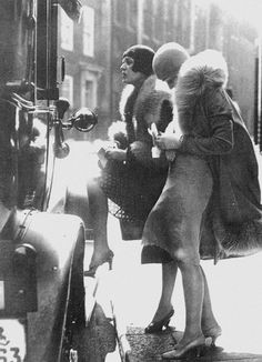 Prostitutes on the game, FYI.  Tauentzien Street Team, Berlin, 1920s Much more stylish in those days!!