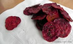 Garlic and  Herb Beet Chips. Pinning this for when my beets are ready for harvest!