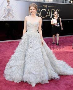 OSCARS 2013: Amy Adams walks the red carpet in an Oscar de la Renta ballgown and Mouawad jewelry!
