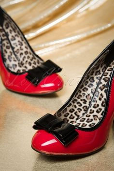 Pinup Couture - 50s Betty Bow Pumps in Red and Black
