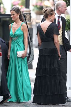 -Carol Middleton and her daughter Pippa off to the reception at Buckingham Palace.